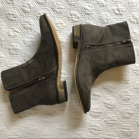 American Eagle Women's taupe short boots